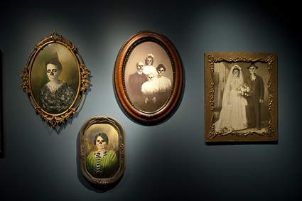 Marcos Raya, Untitled (family portraits). Photo by Happy Famous Artists